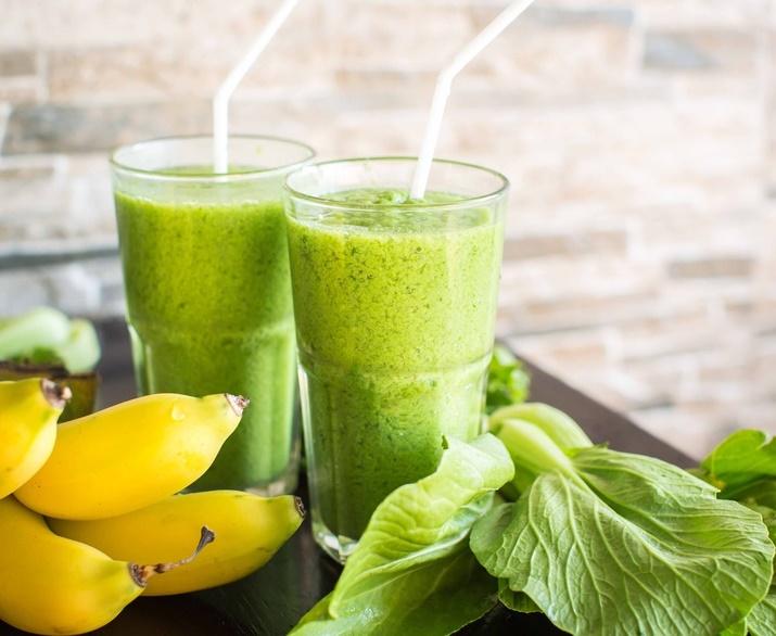 Smoothie 100 vert aux feuilles d 39 pinard et de c leri les recettes grossesse de neuf mois - Feuilles de blettes en epinard ...