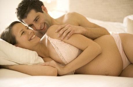 filles sexy au lit positions sexuelles pour femme enceinte