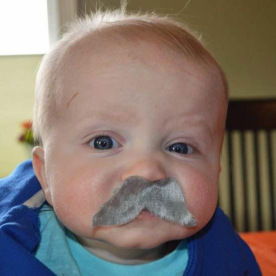 bebe moustache 1