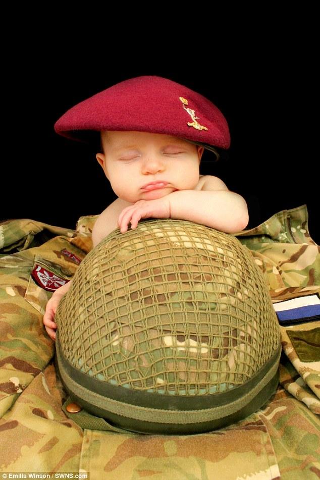 Calendrier-bebes-soldats-1