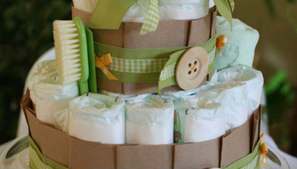 Diy un g teau de couches pour ma baby shower - Fabrication d un gateau de couches ...