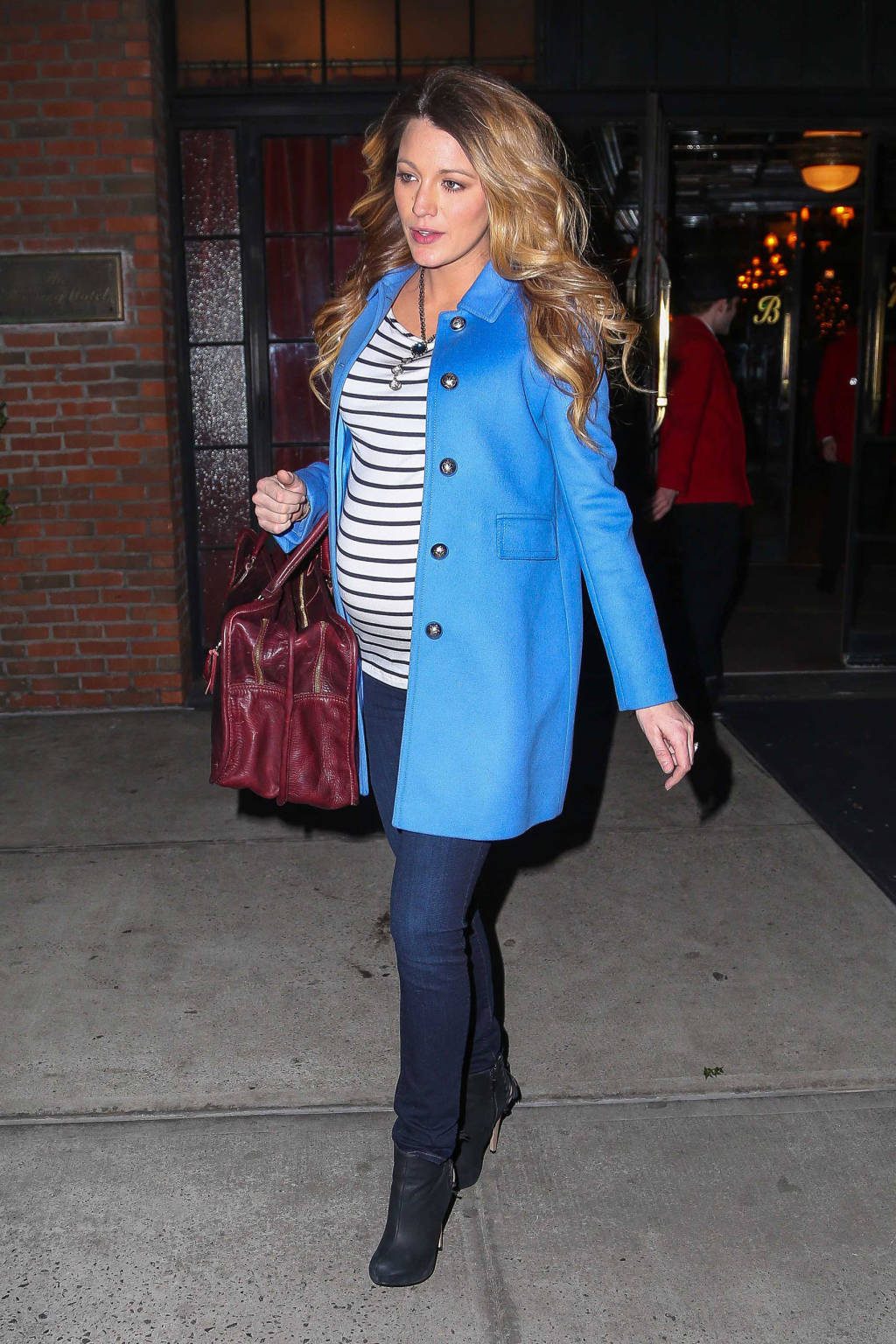 Turbo Blake Lively enceinte, on copie son look casual chic pour l'hiver  HW02