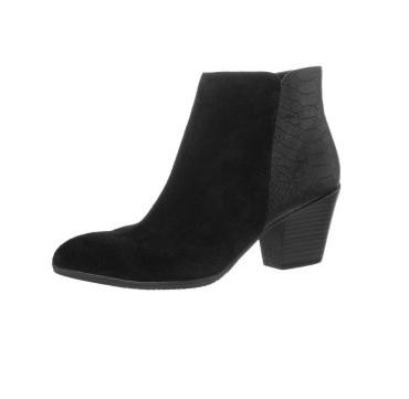 Si vous préférez les talons, on vous conseille cette paire de boots noires bi-matière, à talons de 6 cm et bouts pointus. Elles sont élégantes et rock. Boots à talons Pier One chez Zalando, 49 euros en soldes