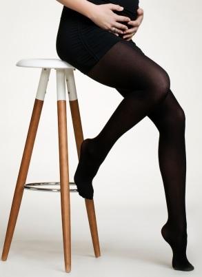 """Indispensable en hiver sous une robe ou une jupe, le collant ! Celui-ci est spécial futures mamans, noir, légèrement transparent et agréable à porter tout au long de la grossesse. Collant de grossesse """"Boob"""" de Mamanana, 12 euros"""