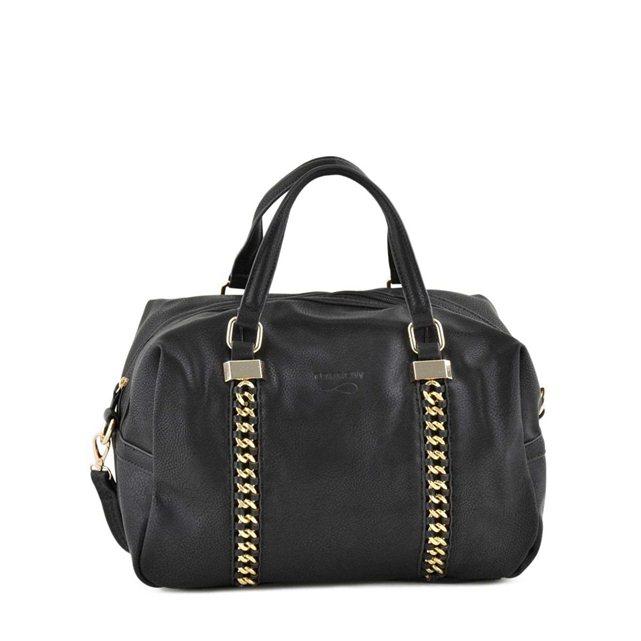 """Enfin, pour compléter cette tenue d'hiver, on aime ce grand sac noir avec ses boucles dorées. Il pourra facilement devenir un sac à langer mais reste très tendance ! Sac noir """"Polochon gold Torrow"""" chez La Redoute, 34.90 euros en soldes"""