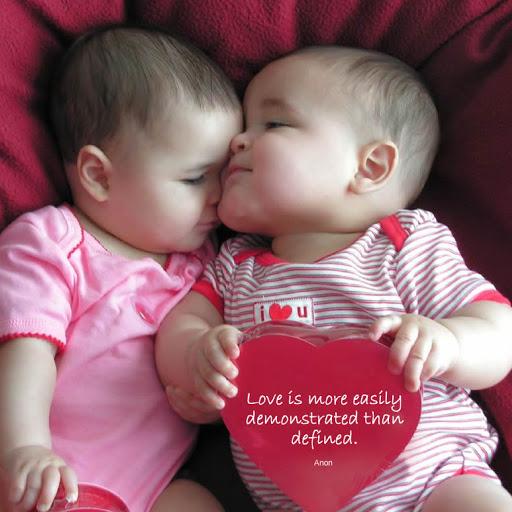 bebe bisous entre soeurs