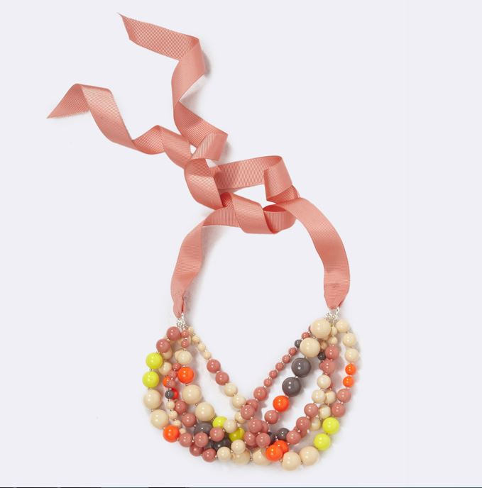 collier de perles et de ruban cyrillus