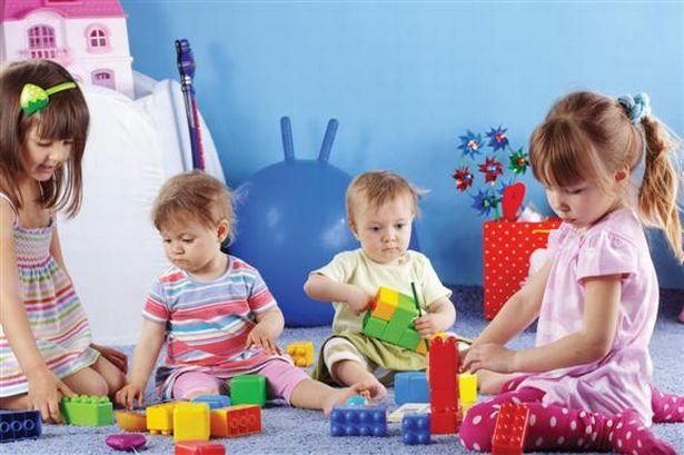enfants dans une creche