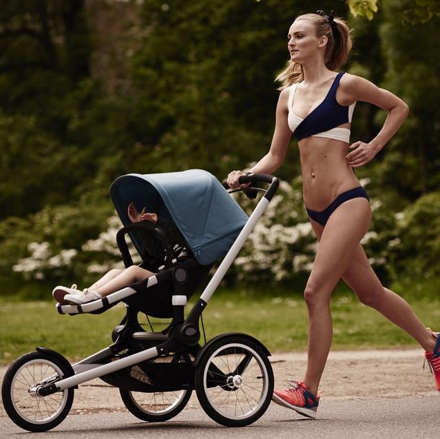 une top model fait son jogging avec poussette et bikini polemique