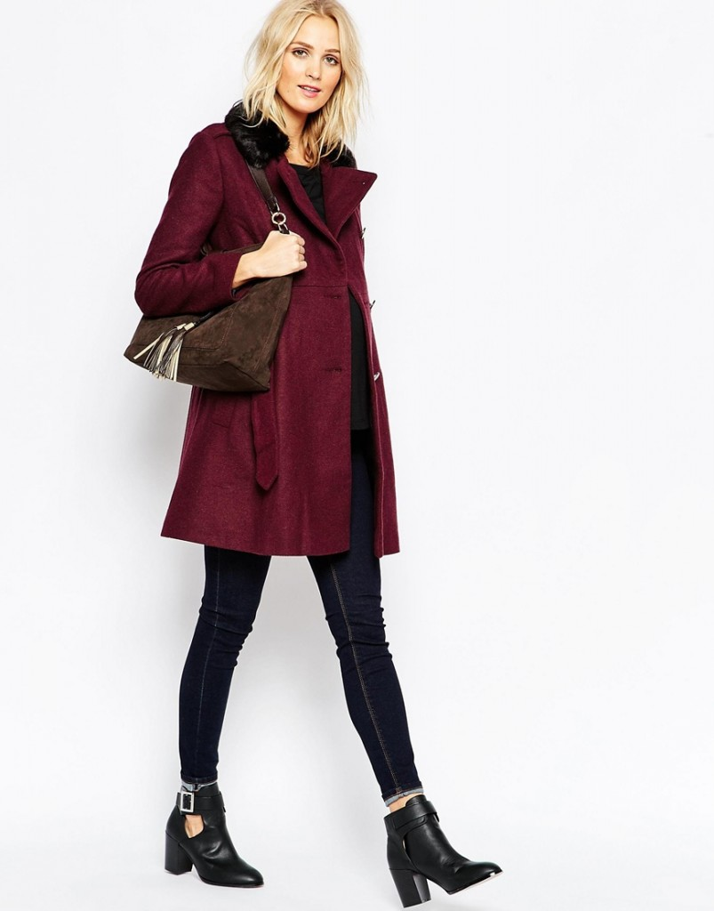 En laine, ce manteau a une coupe empire ceinturé à la taille. De couleur bordeaux, il est 100% à la mode ! Manteau style motard avec col en fausse fourrure de Asos Maternity. 110 euros 99.