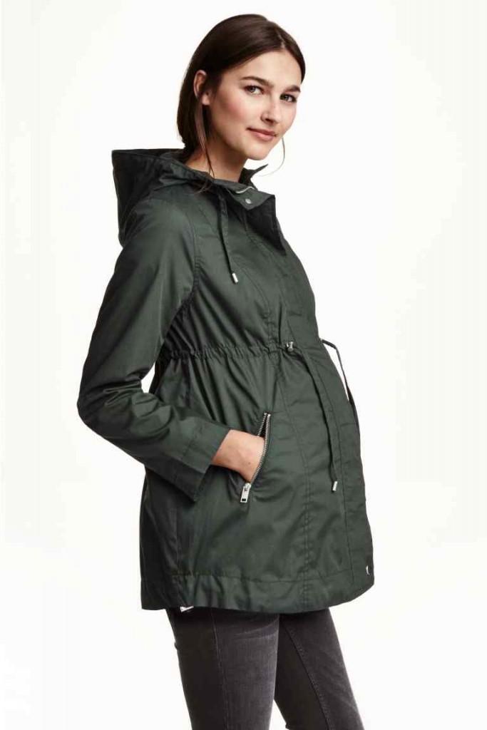 """Cette parka en coton est doublée jusqu'au bout de la capuche. Elle vous tiendra bien au chaud ! Parka """"Mama"""" de H&M. 49 euros 99."""