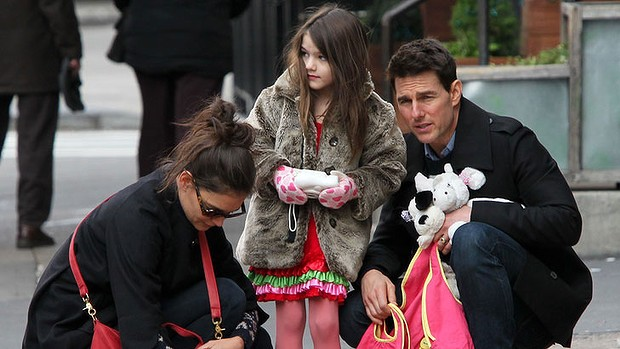 Selon les traditions de son scientologue de mari Tom Cruise, Katie Holmes a accouché en silence d'une petite…