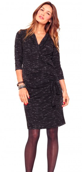 Très jolie robe bien coupée, confortable et tendance avec ses manches trois quarts et son tissu léger mais doux. Elle convient même pour l'allaitement ! Robe grossesse Diana, Envie de Fraises, 49,99 euros.