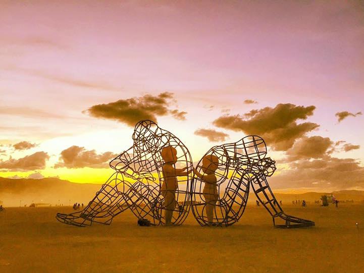 sculpture dans le désert