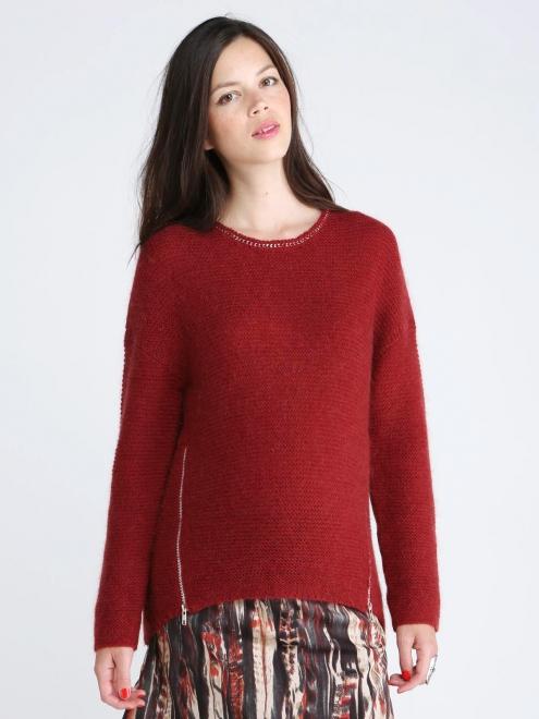Oui à ce pul en alpaga et laine, doux et stylé à la fois grâce à ses détails à l'encolure et ses zips. Pull Nethan, 1 et 1 font 3, 155 euros.