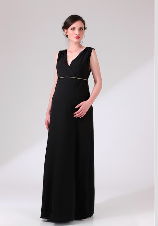 La robe longue noire accessoirisée d'une chaîne brodée à la taille révèlera vos courbes en toute discrétion et vous donnera un air sophistiqué grâce à son col cache-coeur et sa coupe empire. Robe longue Nalalong,1 et 1 font 3, 190 euros.