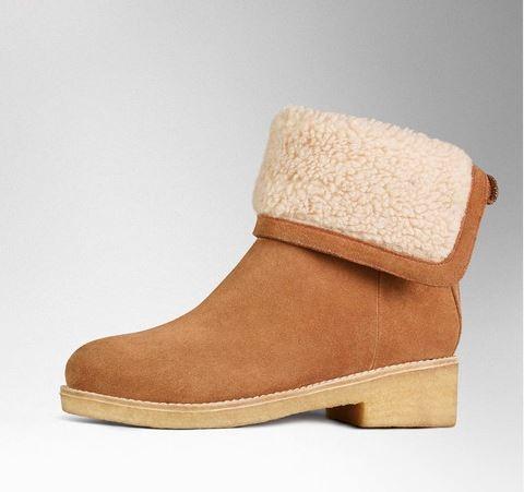 Les bottines cosy à fermeture éclair vues chez Boden possèdent un talon de 4 cm, soit encore raisonnable. A 169 euros, cette paire parfaite pour l'hiver se décline en plusieurs coloris. Attention les filles, si toutefois vous faîtes de la rétention d'eau, vos chevilles vont enfler et la fermeture éclair au dos de la chaussure ne pourra plus se fermer !