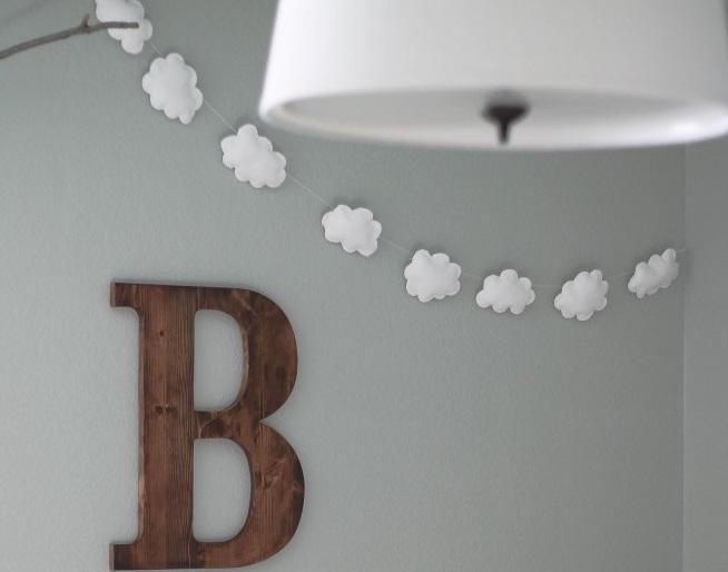 diy la guirlande de nuages qui d core la chambre de b b. Black Bedroom Furniture Sets. Home Design Ideas