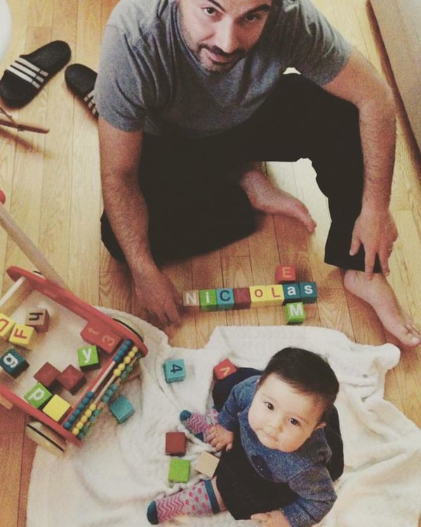 papa-joue-bebe-cubes