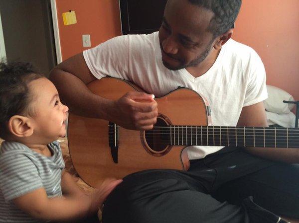 papa-musique-bebe