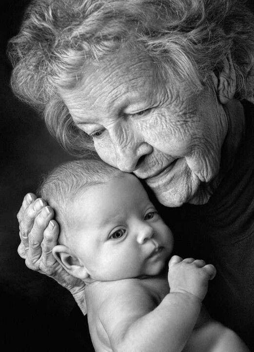 photo de famille entre mamie et ses petits enfants (2)