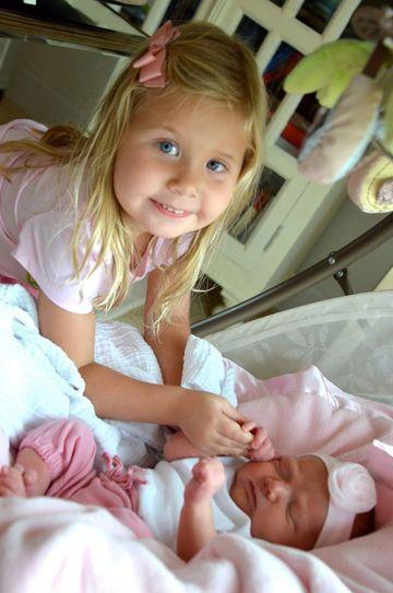 rencontre-frere-soeur-bebe-premiere-fois-sans-noms14