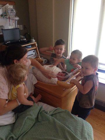 rencontre-freres-soeurs-bebe-premiere-fois-sunshine