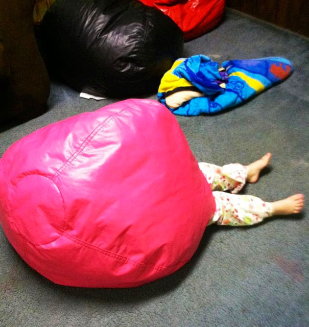 bebe cache sous pouf
