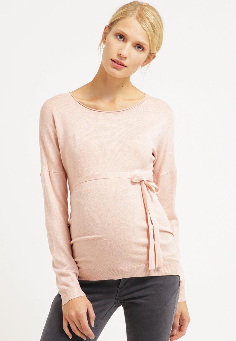 10 pi ces mode pour colorer nos tenues de futures mamans de rose quartz. Black Bedroom Furniture Sets. Home Design Ideas