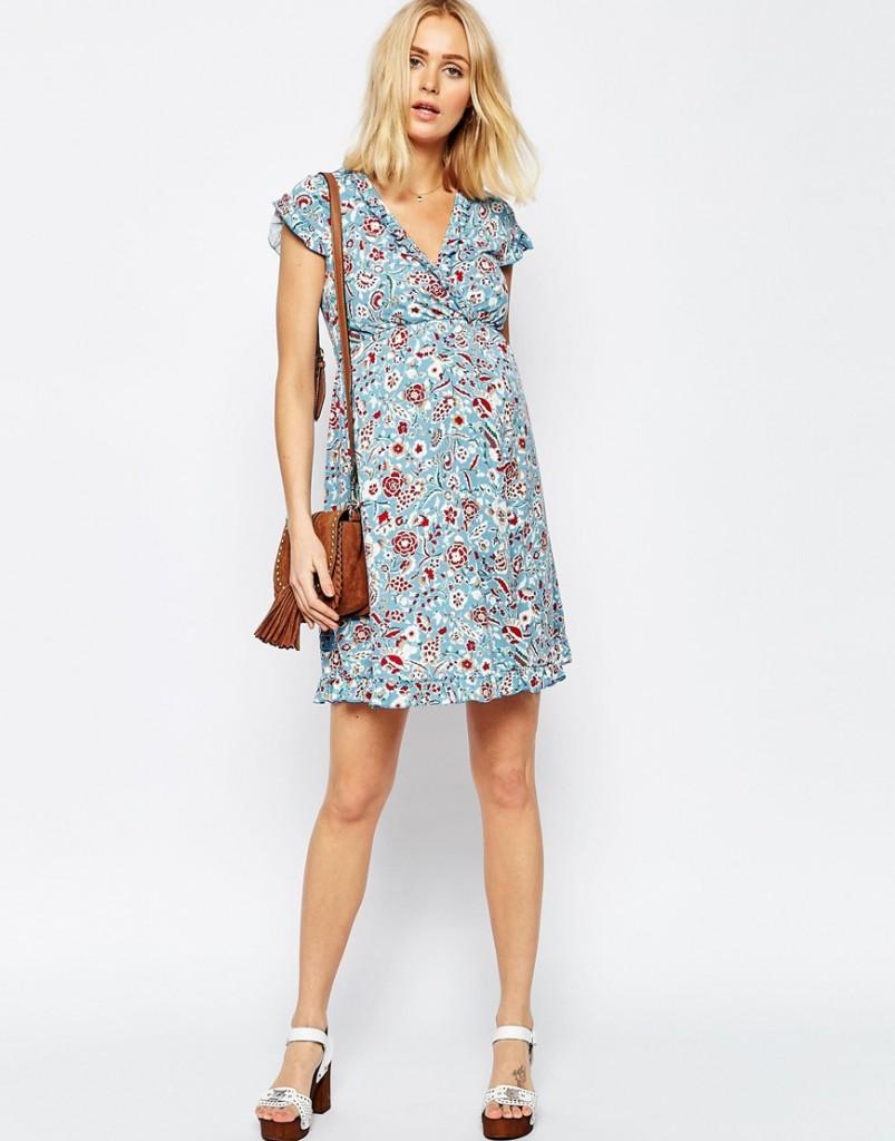 robe bleue avec motifs rouges printemps