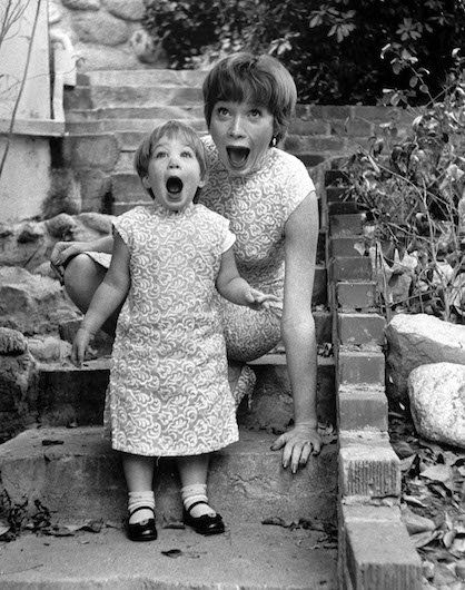 Shirley MacLaine with her daughter, Sachi Parker, in 1956