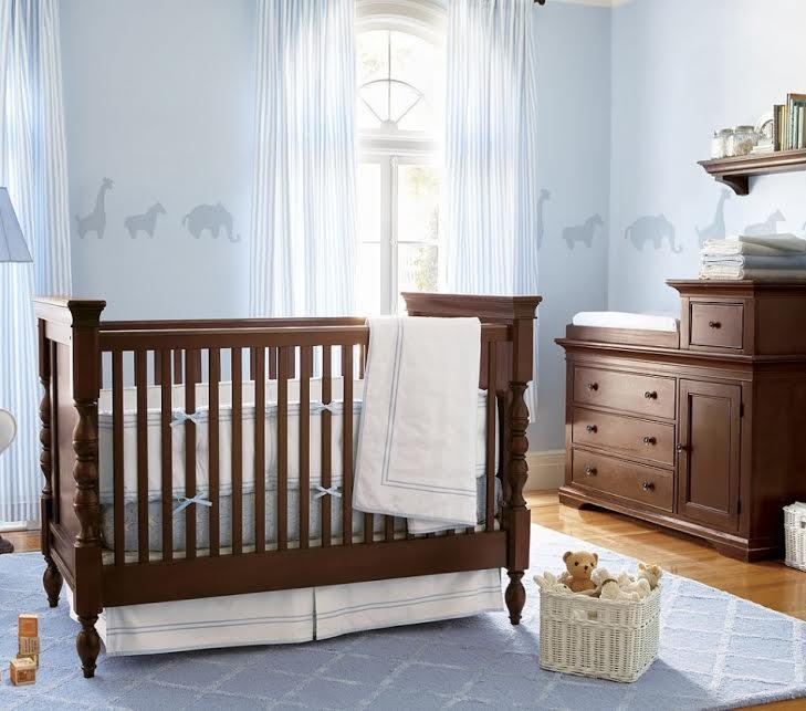 5 inspirations chaleureuses et bois es pour d corer la chambre de b b. Black Bedroom Furniture Sets. Home Design Ideas