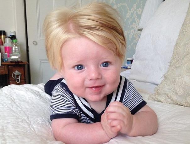 photo bebe chevelu blond body raye