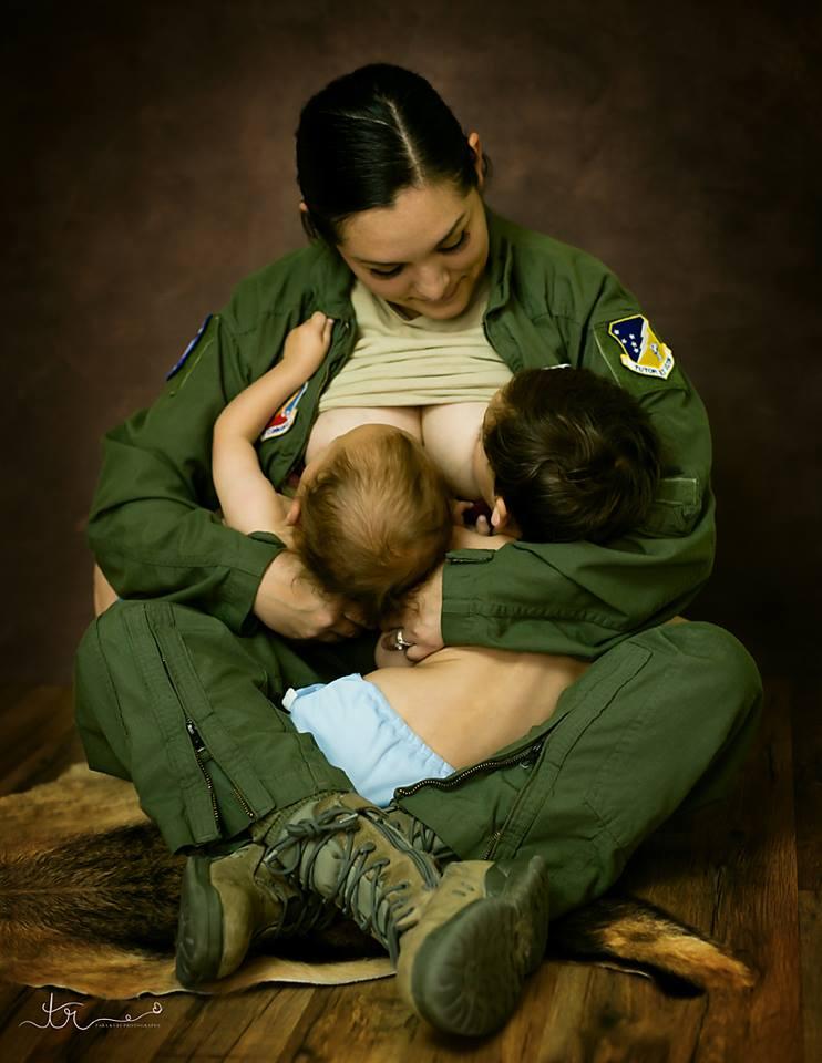 tara-ruby-photographie-maman-allaite-bebe