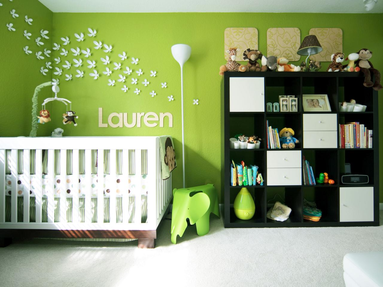 7 idées de chambres de bébé joliment teintées de vert ...