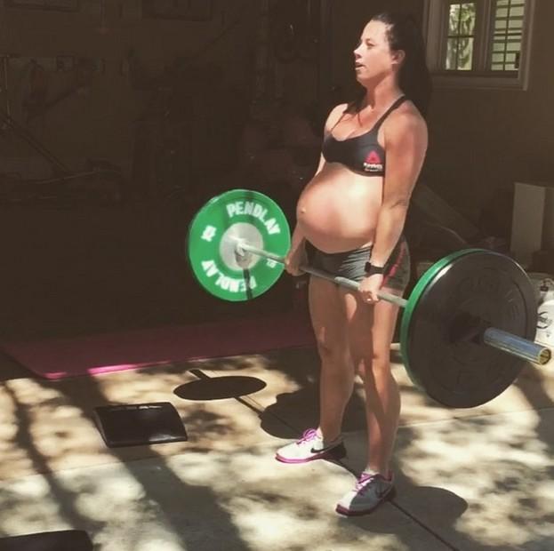 femme enceinte sport intensif musculation emily watson