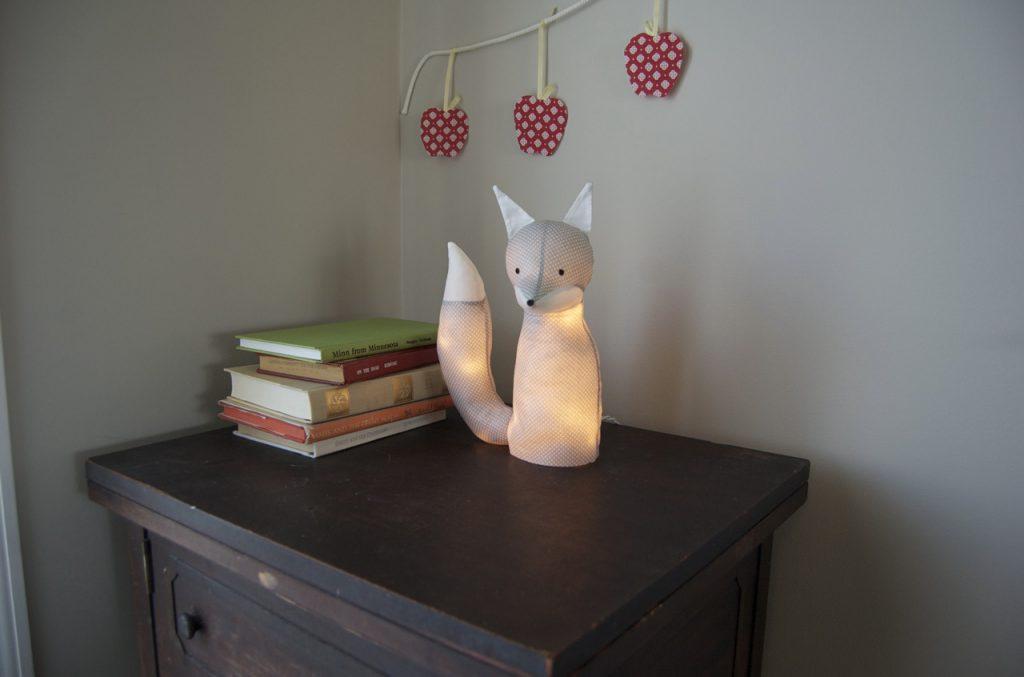 comment fabriquer une veilleuse petit renard pour d corer la chambre de b b. Black Bedroom Furniture Sets. Home Design Ideas