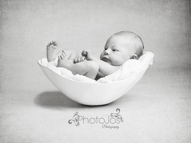 nouveau-ne-shooting-photo-ventre-femme-enceinte-en-platre