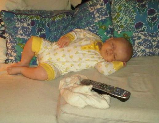 bebe endormi drole