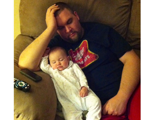 bebe endormi sommeil bizarre