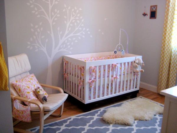 chambre rose et grise bebe motifs feuilles