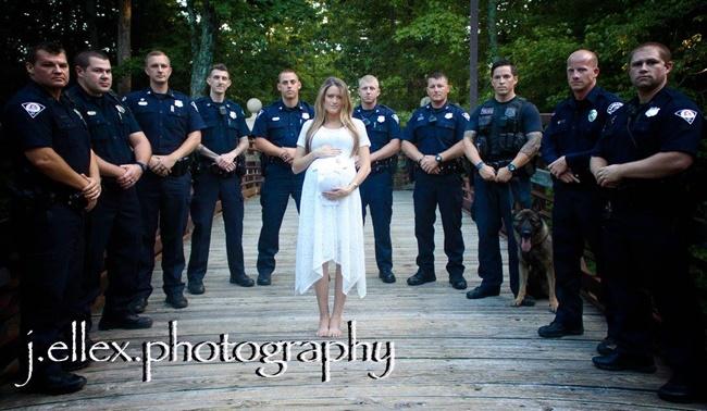 femme policiers pont chien
