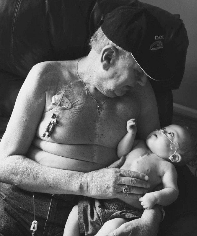 grand-pere-bebe-photographie-combat-rester-en-vie