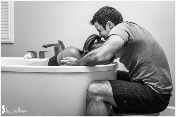 photos-accouchement-papa-et-bebe-bienvenue-photographe-professionnel-3