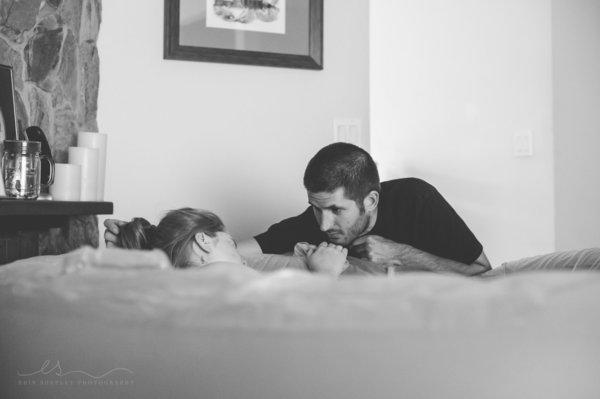 photos-accouchement-papa-et-bebe-bienvenue-photographe-professionnel-9