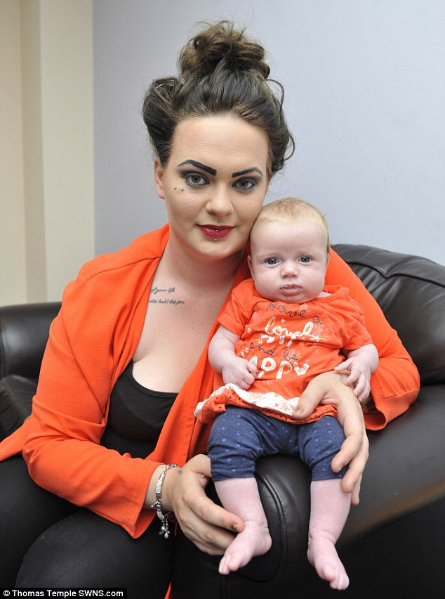 deni-de-grossesse-coiffeuse-se-rend-compte-enceinte-quand-elle-accouche
