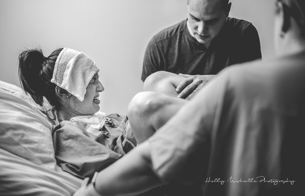 photographes-professionnels-immortalisent-debut-accouchement-20