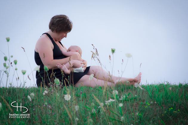 Heather-sansone-photographies-mamans-qui-allaitent-bebe-5