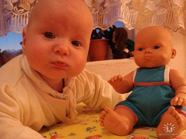 bebe qui ressemblent a leur poupee 11