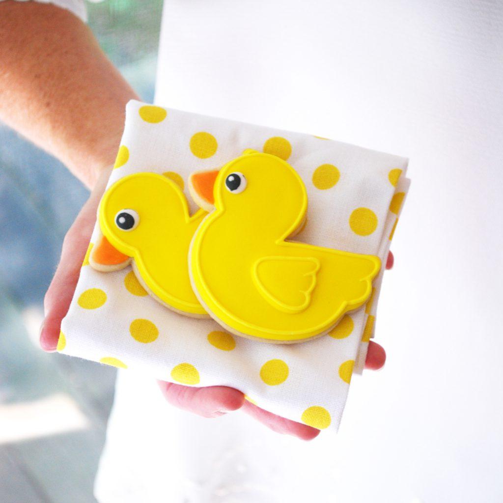 baby shower-canards-neuf mois-gâteau